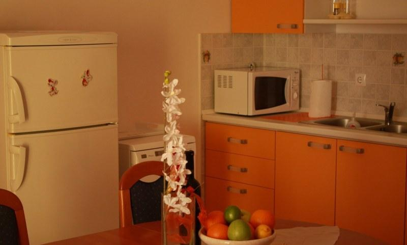 A2 Narancasti (4+1): kitchen