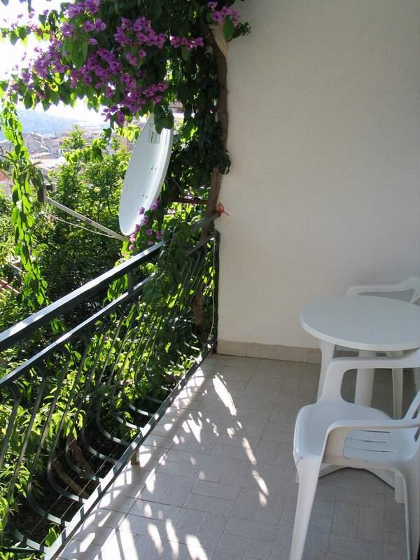 SA2 (2): terrace
