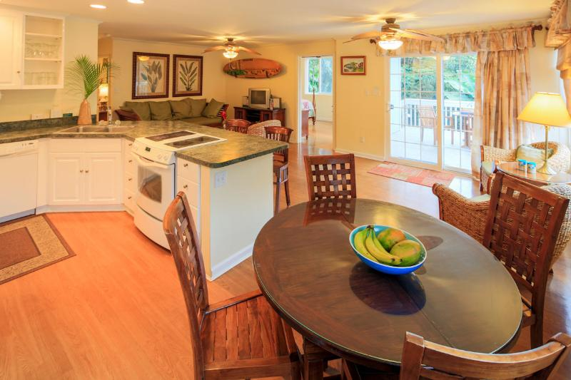 Wonderfully open kitchen and dining area