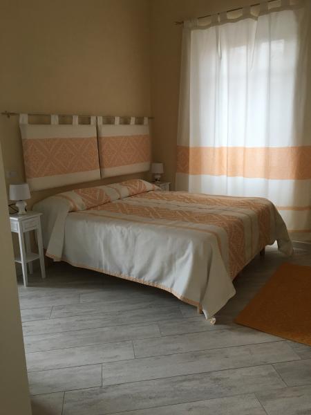 Camera matrimoniale con bagno in camera ,TV,aria condizionata.Bella,pulita,accogliente!!!!