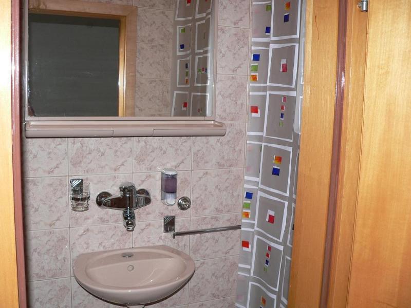 R2 Gita (3): badkamer met toilet