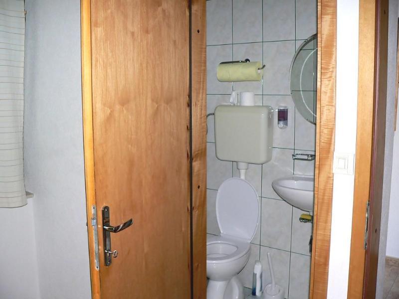 R4 Zelena (2): badkamer met toilet