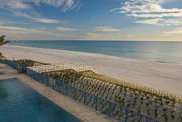 Sterling Breeze zwembad aan het strand met uitzicht op de golf