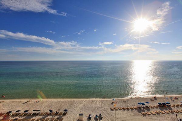 Vistas de la playa y el golfo desde el balcón
