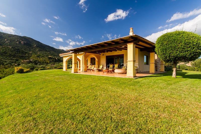VILLA ANNA MARIA Wonderful Villa 4 DOUBLE BEDROOMS + 3 BATHROOMS FREE WIFI, alquiler de vacaciones en Villasimius
