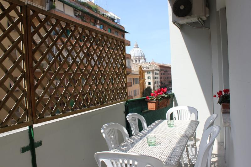 Screened fitted balcony with Michelangelo's dome view