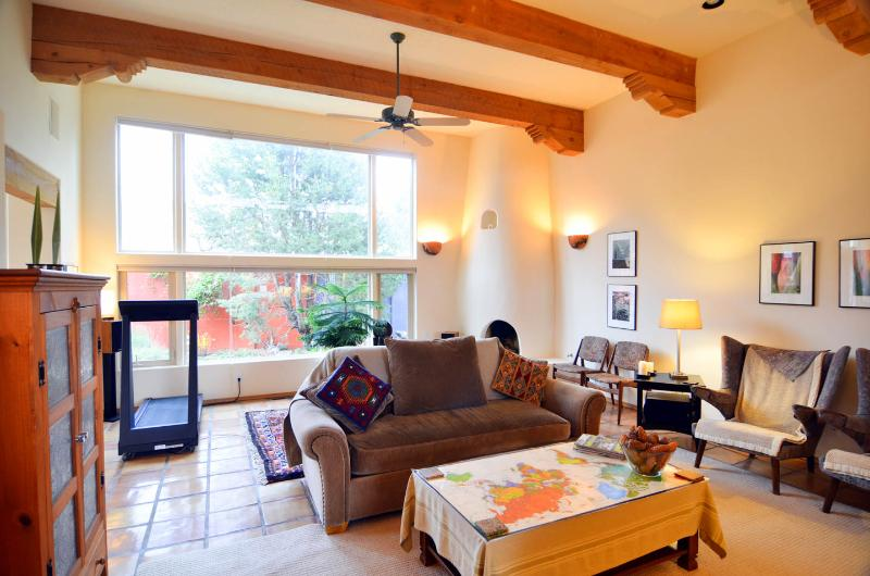 Retreat-like Quiet Home in Sandia Heights, near Tram and Nature, holiday rental in Albuquerque