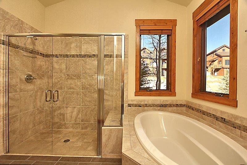 Salle de bain principale attenante