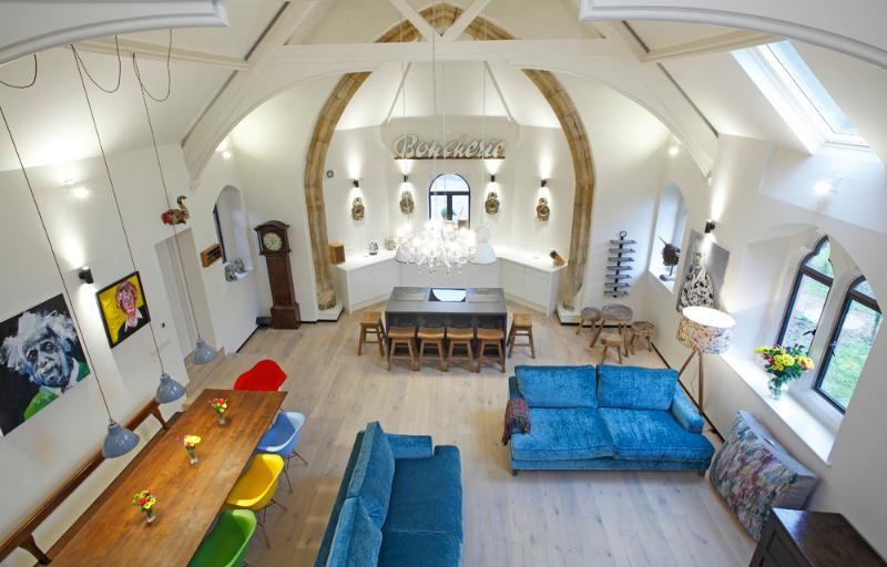 5 Star Uber Cool Converted Church, Ferienwohnung in Selattyn