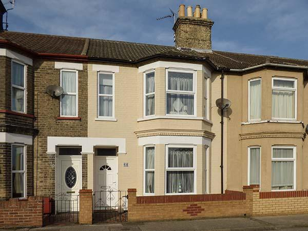 KIMBERLEY, mid-terrace, enclosed garden, WiFi, in Lowestoft, Ref 925708, location de vacances à Carlton Colville