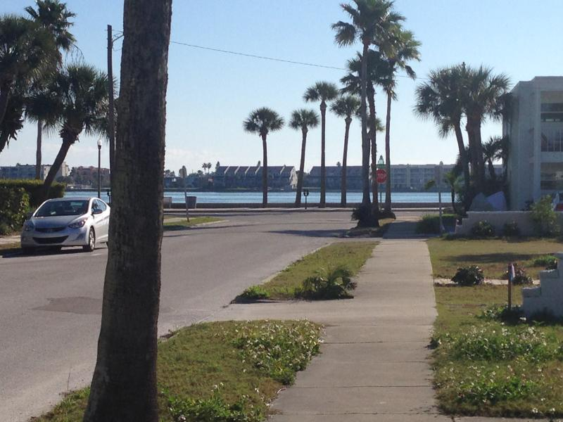 Steps to the water and the Intercoastal Waterway.