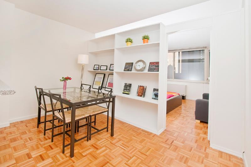 luxurious 2 bed in times square has air conditioning and internet