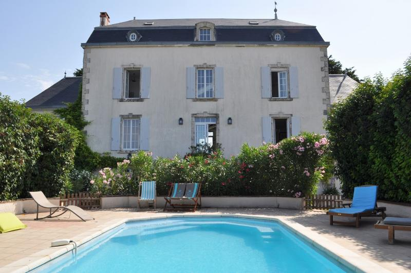 Maison de maître 22/28 pers piscine proche plages, vacation rental in Longeville-sur-mer