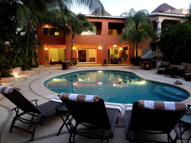 Fantastic Rates for 5 Bedroom Private Villa, alquiler de vacaciones en Puerto Aventuras