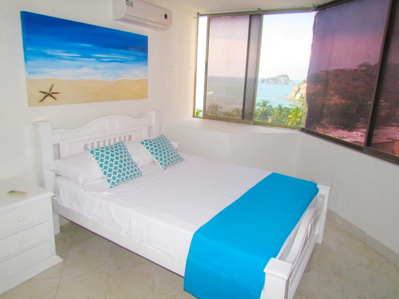 Apartamentos SOHO Basic - Vista al Mar  SMR255A, holiday rental in Santa Marta Municipality