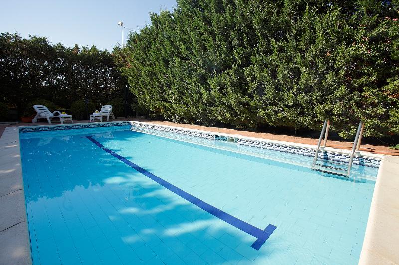 Villa Adele with pool, Altavilla Milicia, alquiler vacacional en Sant'Onofrio