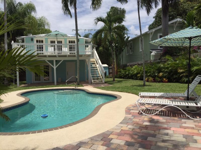 The Blue Pearl | 2bd/2ba | Private Pool & Garden, alquiler de vacaciones en Palm Springs