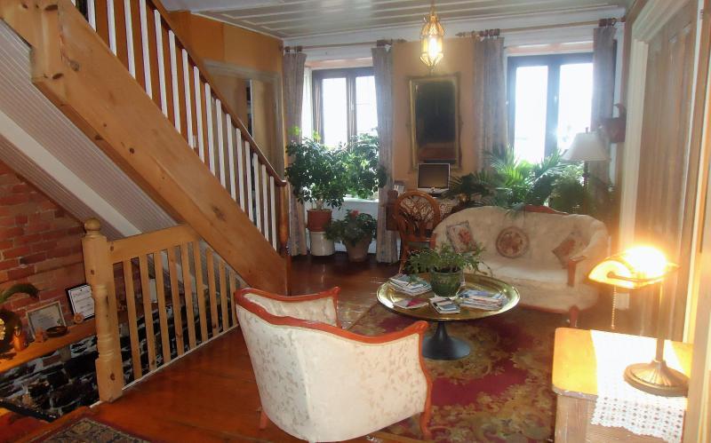 Bella sala de estar y jardín (1ª planta)