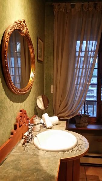 Salle de bain partagée entre Bella et Jardinière