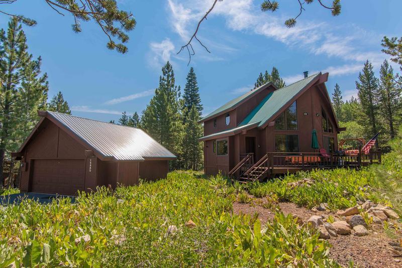 Building,Cottage,Yard,Cabin,Hut