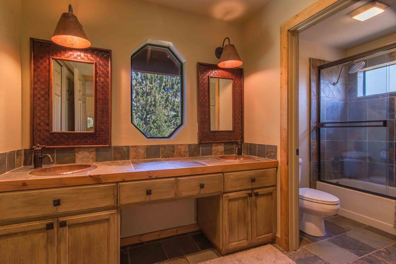 Toilet,Indoors,Kitchen,Room,Desk