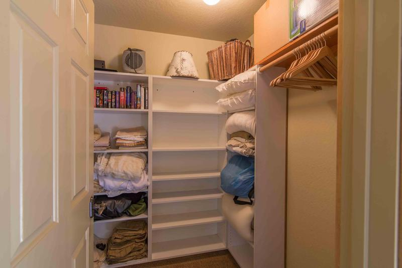 Cupboard,Furniture,Cabinet,Molding,Shelf