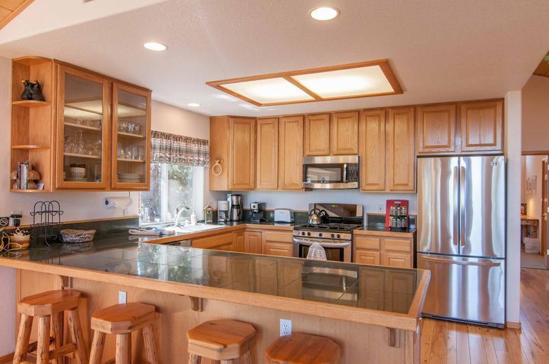 Oven,Indoors,Kitchen,Room,Bench