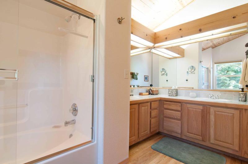 Indoors,Room,Sink,Kitchen,Furniture