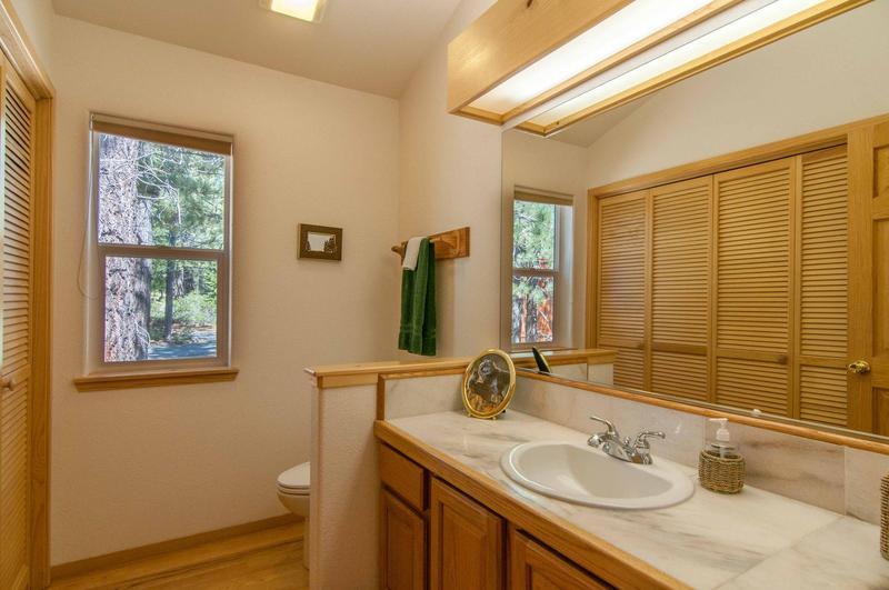 Bathroom,Indoors,Window,Molding,Room