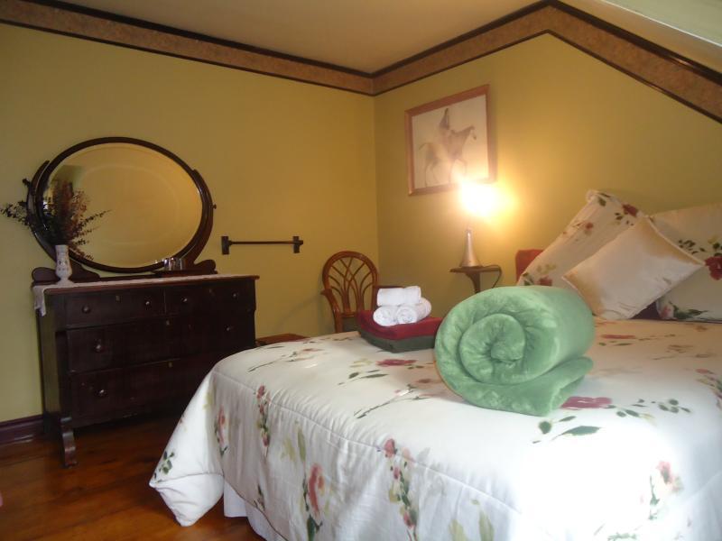Sala de Magenta, 1 cama queen y 1 cama individual dormitorio nube ideal con amigos o familia...
