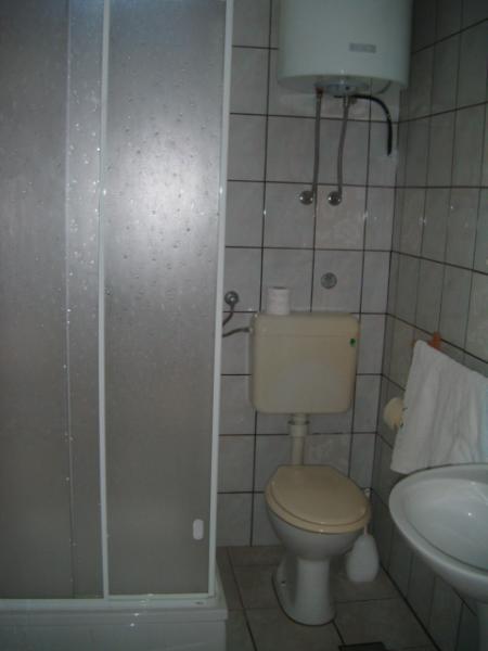 Studio(2+1): bathroom with toilet