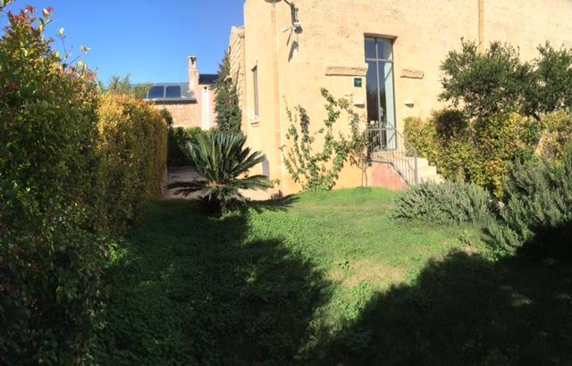SORELLE 1 -PRIVADO jardín y puerta de entrada
