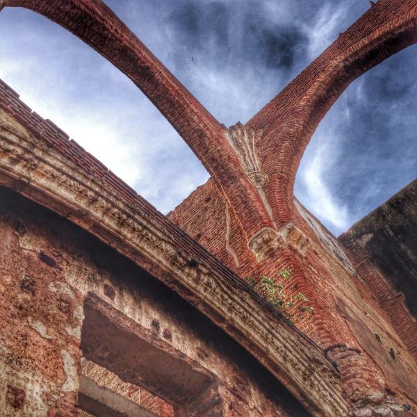 Ruinas de San Nicola de Bari 1 minute walking.