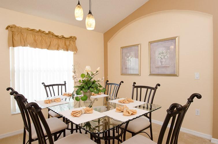 Arkvilla, Lounge Dining Area
