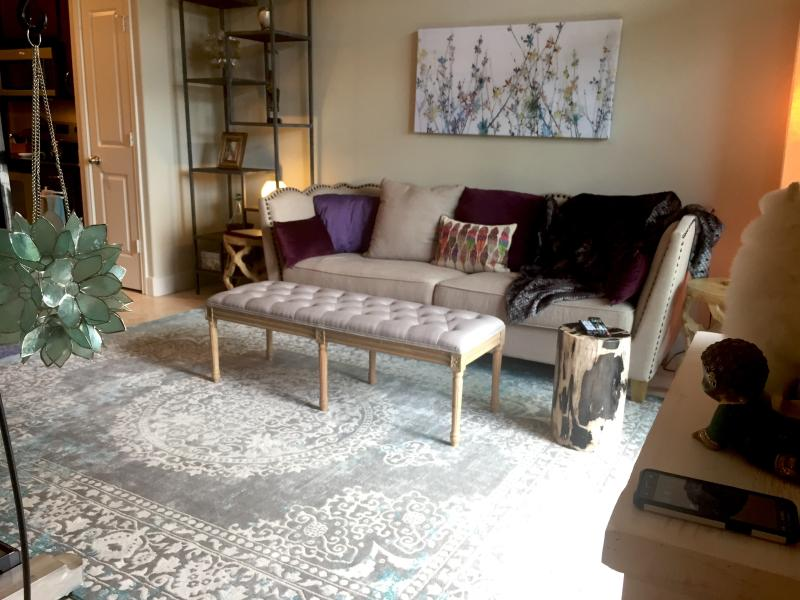Beautiful ZEN 1 Bed/ 1 Bath with pool view in Galleria/ Uptown, vacation rental in North Houston