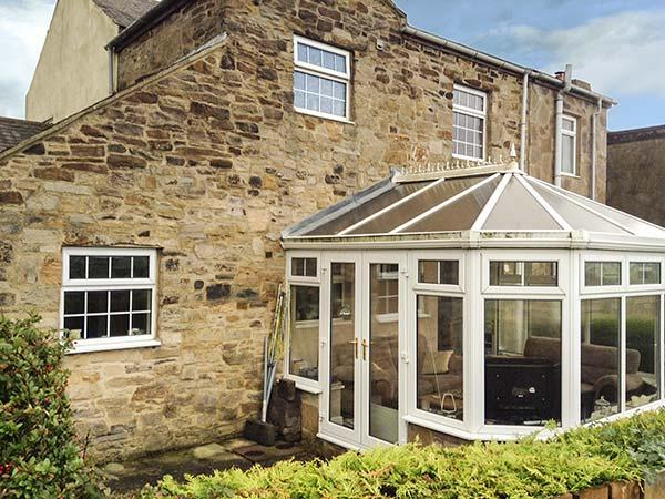 LAUREL COTTAGE, end-terrace, pet-friendly, conservatory, garden, WiFi, in, holiday rental in Shotley Bridge