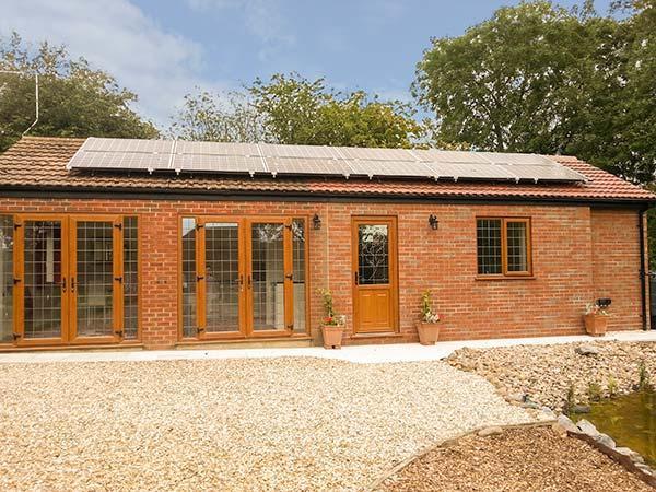 GARDEN COTTAGE, ground floor cottage, open plan living, wet room, woodburner, casa vacanza a Raithby