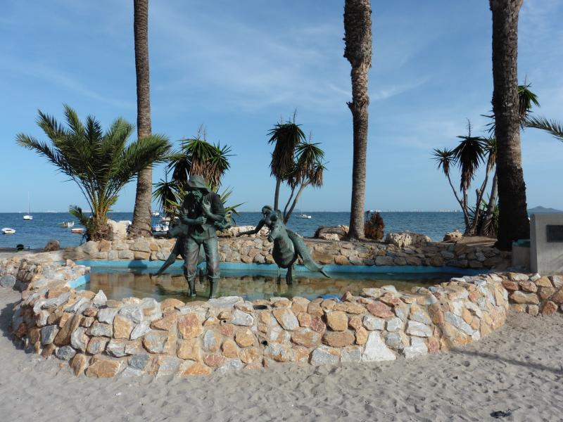 Meerjungfrauen, die die Fischern zu helfen