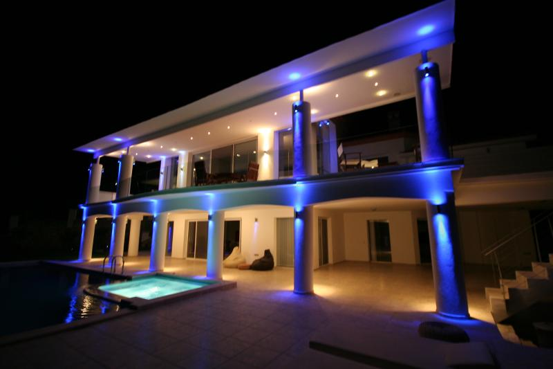 Dr. Ö. Residence.  Luxury villa with fantastic sea view, Ferienwohnung in Izmir Province