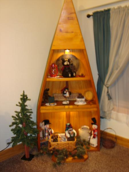 Nicely decorated in a Northwood Bear theme