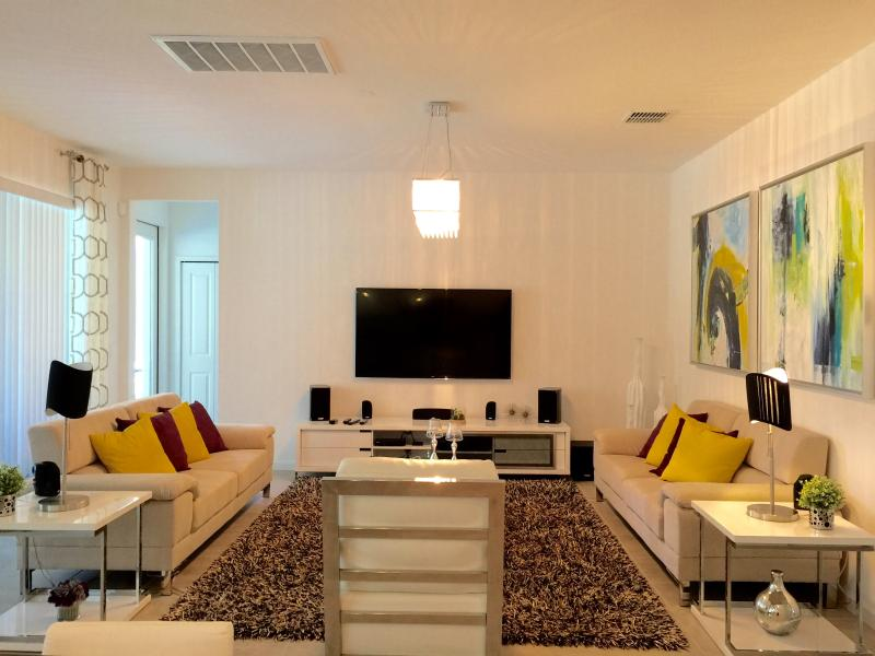 Bella Vida New Phase 6 bedroom Modern Home, vacation rental in Kissimmee
