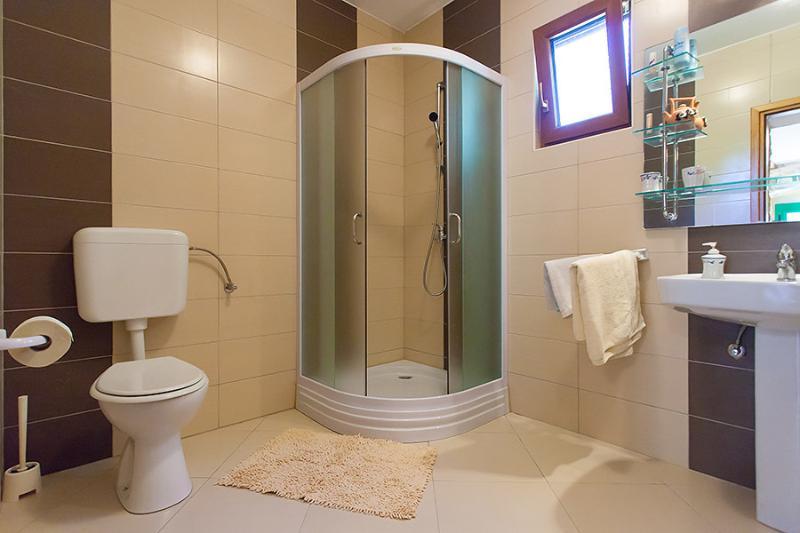 H (4): bagno con wc