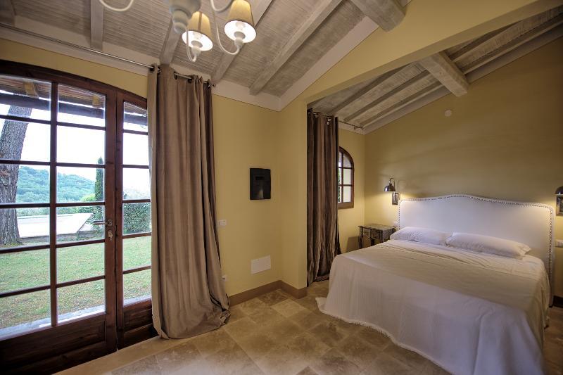 Family Friendly Villa Rental in Tuscany with Pool - Villa Barberino, holiday rental in Certaldo