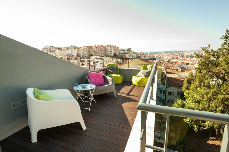 Sunny rooftop terrace panoramic view Lisbon, vacation rental in Lisbon