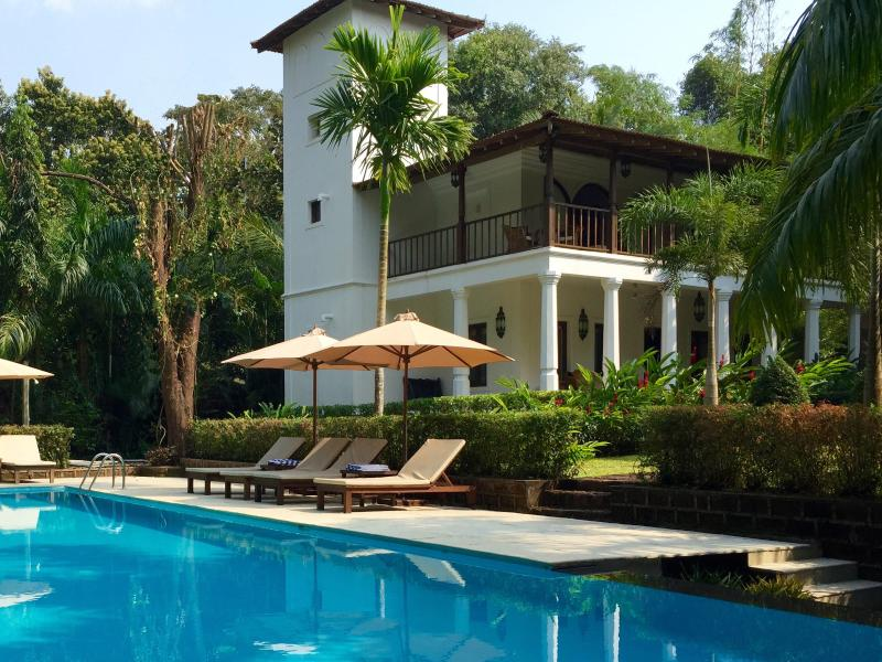 Villa Jardim with veranda and terraces provides contemporary facilities with relaxed comfort.