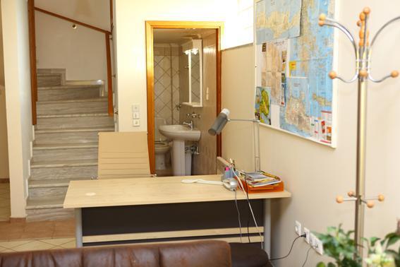 Office-Work station-small bathroom