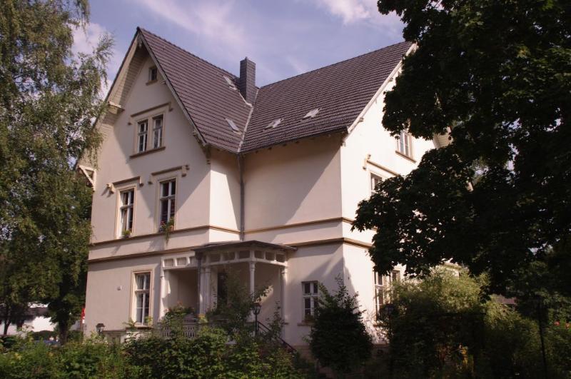 Villa Weyermann - 3 Rooms Apartment, holiday rental in Remscheid