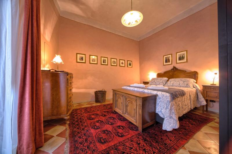 IL PRIORE, elegant apartment in Spoleto centre, vacation rental in San Gregorio