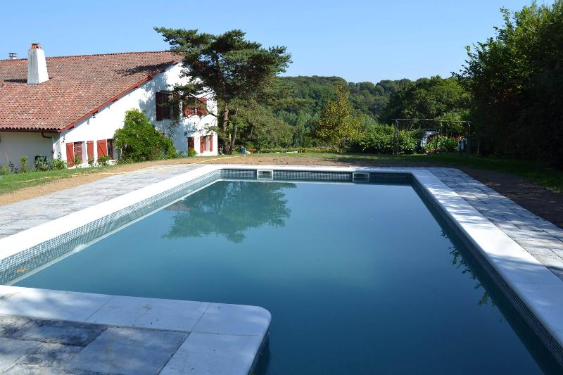 MALAXENBORDA Gite in the Basque Country 17th c., holiday rental in Urrugne