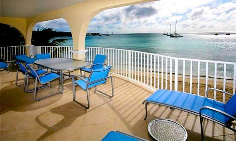 35' covered veranda with great views and alfresco dining for 6